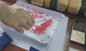 Bắt giữ 3 người vận chuyển 100.000 viên ma túy qua biên giới