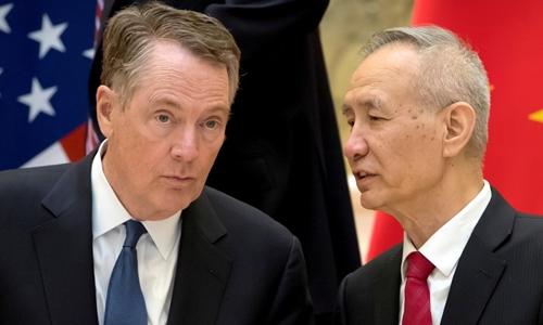 Đại diện Thương mại Mỹ Robert Lighthizer và Phó thủ tướng Trung QuốcLưu Hạc tại Bắc Kinh hồi tháng hai. Ảnh: Reuters.
