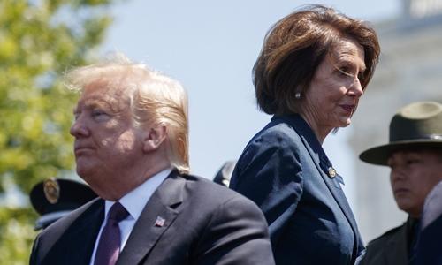 Tổng thống Mỹ Donald Trump và Chủ tịch Hạ viện Nancy Pelosi tham dự một lễ tưởng niệm tại nhà Quốc hội hôm 15/5. Ảnh: IC.