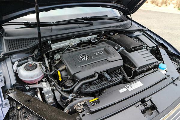 Động cơ xăng tăng áp TSI 4 xi-lanh.