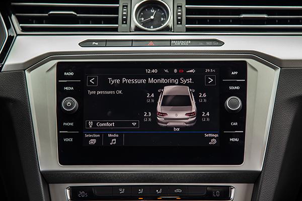 Chức năng theo dõi áp suất lốp trên xe.