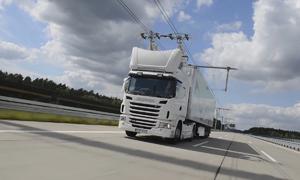 Hệ thống nạp điện cho xe tải trên cao tốc tại Đức