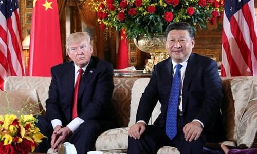 Tổng thống Mỹ Donald Trump (trái) tiếp Chủ tịch Trung Quốc Tập Cận Bình tại khu nghỉ dưỡng Mar-a-Lago ở Florida hồi năm 2017. Ảnh: Reuters.