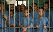 Những đứa trẻ sống mòn trong các nhà tù Philippines