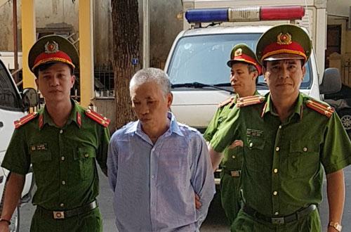 Bị cáo Trần Văn Tỉnh bị dẫn tới tòa.
