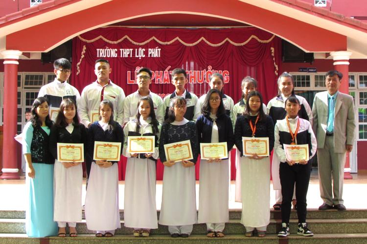 Lễ phát thưởng cuối năm của trường THPT Lộc Phát năm học 2017-2018.