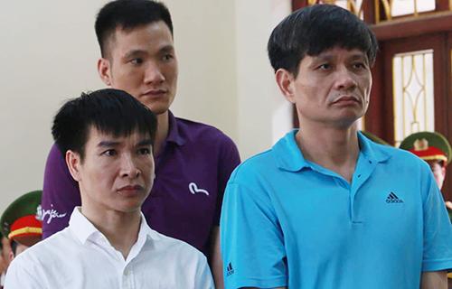 Nguyễn Sỹ Đạt (áo xanh), Hoàn (áo trắng), Duy (áo tím) tại phiên tòa phúc thẩm.