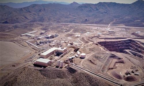 Mỏ khai thác đất hiếm Mountain Pass nhìn từ trên cao. Ảnh: SCMP.