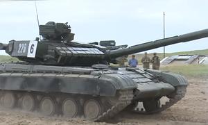 Thiếu sinh quân Mỹ tập lái xe tăng Liên Xô tại Uzbekistan