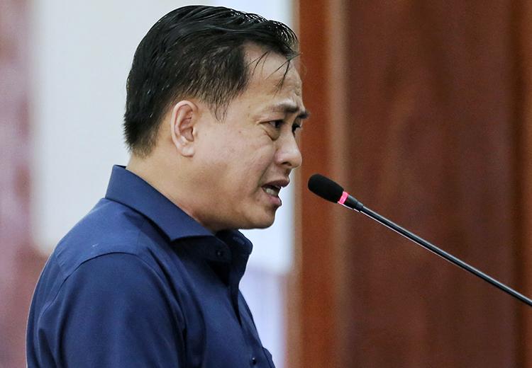 Phan Văn Anh Vũ trả lời thẩm vấn chiều nay. Ảnh: Như Quỳnh.