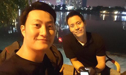 Choi Chang-min, trái, cùng một người bạn. Ảnh: NVCC.