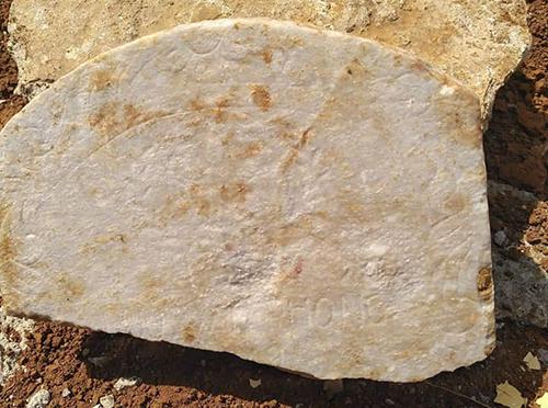 Tấm bia đá giúp hài cốt liệt sĩ tìm lại thân nhân sau 47 năm nằm lại đất Quảng Trị. Ảnh:Quốc Khánh