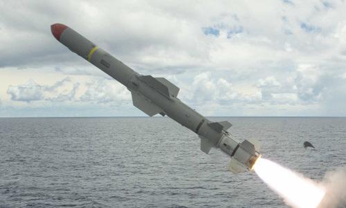 Tên lửa diệt hạm Mỹ khai hỏa trong một cuộc tập trận năm 2017. Ảnh: US Navy.