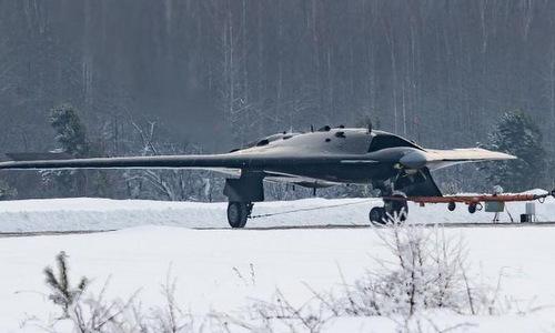 Nguyên mẫu Okhotnik tại nhà máy Novosibirsk hồi tháng 1/2019. Ảnh: VK.