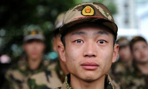 Tân binh lực lượng vũ cảnh Trung Quốc trước khi nhập ngũ năm 2015. Ảnh: Xinhua.