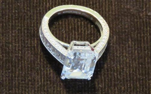Nhẫn kim cương 1,4 triệu USD bị tịch thu để điều tra. Ảnh: NCA.