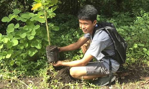 Một học sinh tham gia ngày hội trồng cây ở Philippines năm 2018. Ảnh: Agreaph.