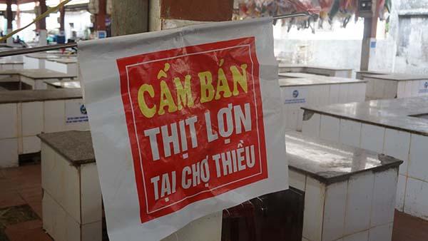 Lệnh cấm bán thịt lợn tại chợ Thiều (huyện Triệu Sơn) đã được dỡ bỏ sau chỉ đạo của chính quyền cấp tỉnh. Ảnh: Lê Hoàng.