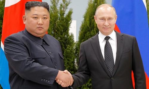 Tổng thống Nga Putin (phải) và lãnh đạo Triều Tiê Kim Jong-un tại Vladivostok hồi tháng 4. Ảnh: KCNA.