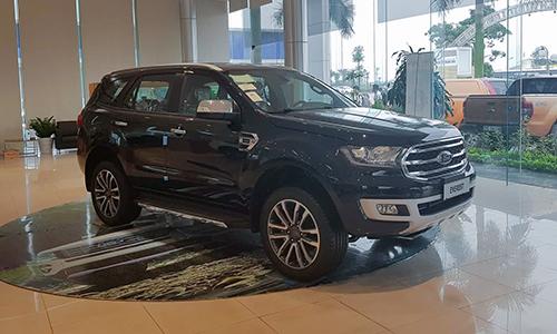 Ford Everest tại một đại lý ở Hà Nội.