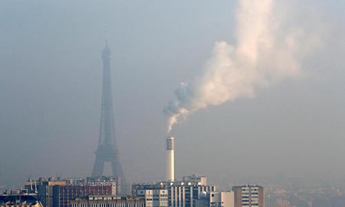Mức độ ô nhiễm không khí ởParis được ghi nhận gia tăng ngày 23/1/2017. Ảnh: Reuters.
