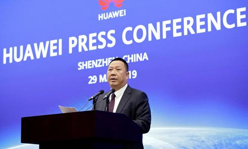 Trưởng phòng pháp chế HuaweiSong Liuping tại buổi họp báo ở trụ sở của công ty tại Thâm Quyến, Trung Quốc hôm nay. Ảnh: Reuters.