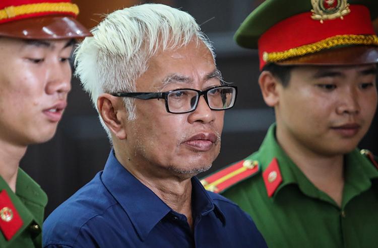 Ông Trần Phương Bình sau phiên xử chiều nay. Ảnh: Thành Nguyễn.