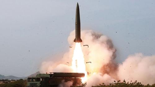 Triều Tiên phóng một hệ thống phòng thủ tên lửavề phía biển Nhật Bản hôm 4/5. Ảnh: KCNA.