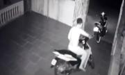 Nam thanh niên xử lý vụng về khi truy đuổi tên trộm xe máy