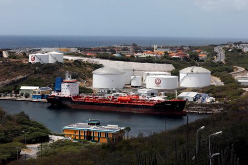 Nhà máy lọc dầu Isla của Tập đoàn dầu khí quốc gia Venezuela (PDVSA) trên đảo Curacao. Ảnh: Reuters.