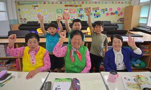 Những cụ bà đi học vỡ lòng ở Hàn Quốc