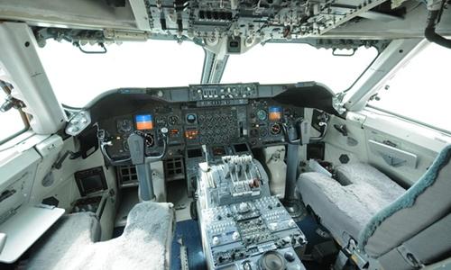 Bên trong khoang lái một chiếc máy bay E-4B. Ảnh: CBS.