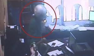 Người đàn ông mặc áo mưa, mang dao cướp ngân hàng ở Phú Thọ