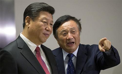 Ông Tập Cận Bình và Nhậm Chính Phi tại trụ sở của Huawei ở London năm 2015. Ảnh: Reuters.