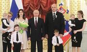 Putin khen thưởng các gia đình có 7 con trở lên