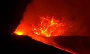 Núi lửa hoạt động mạnh nhất châu Âu phun dung nham đỏ rực
