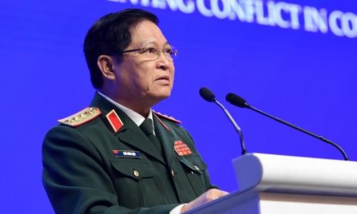 Bộ trưởng Quốc phòng Ngô Xuân Lịch tại Đối thoại Shangri-La ở Singapore ngày 2/6. Ảnh: AFP.
