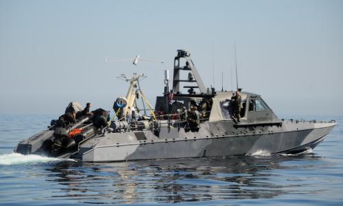 Xuồng cao tốc của đặc nhiệm hải quân Mỹ phóng UAV ScanEagle. Ảnh: US Navy.