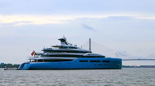 Siêu du thuyền 150 triệu USD của tỷ phú Anh lần thứ hai xuất hiện tại Cần Thơ. Ảnh: Cửu Long