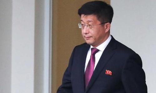 Kim Hyok-chol, đặc phái viên Triều Tiên tại Mỹ, rời Nhà khách Chính phủ ở Hà Nội hôm 23/2. Ảnh: Reuters.