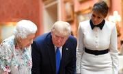 Đệ nhất phu nhân Mỹ 'chữa ngượng' cho chồng trước mặt Nữ hoàng Anh