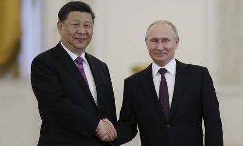 Tổng thống Nga Putin (phải) và Chủ tịch Trung Quốc Tập Cận Bình tại Moskva ngày 5/6. Ảnh: AFP.