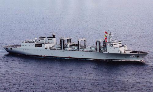 Tàu hậu cần Type-901 đầu tiên của hải quân Trung Quốc. Ảnh: Sina.
