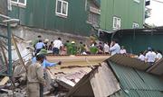 Nhà hai tầng đổ sập khi phá dỡ, hai người mắc kẹt