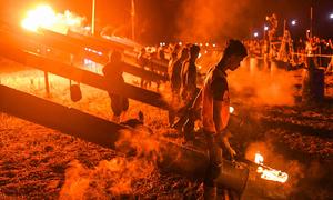 Dân Malaysia bắn đại bác tự chế mừng kết thúc tháng lễ Ramadan