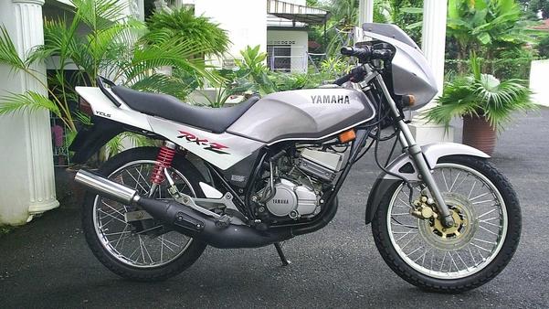 Iskhandar Roni biết rằng chìa khóa từ tủ chữa cháy công cộng khởi động được loại xe Yamaha RXZ.