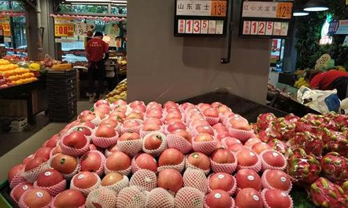 Táo hồng Sơn Đônggiá 13,5 tệ/0,5 kg (3,9 USD/kg) trong một siêu thị ở thành phố Tề Nam, tỉnh Sơn Đông hôm 25/5. Ảnh: Sohu.