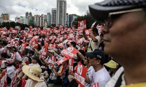 Đám đông biểu tình phản đối dự luật dẫn độ của Hong Kong. Ảnh: AFP.