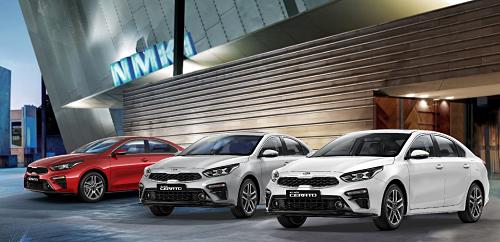 Kia Cerato được giới thiệu đến khách hàng với 5 phiên bản là Standard MT, Standard, Deluxe, Luxury và Premium đi cùng 8 màu sắc ngoại thất đa dạng.