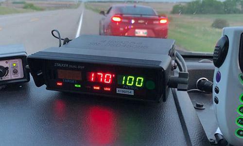Máy bắn tốc độ ghi nhận chiếc xe do thiếu niên 16 tuổi điều khiển chạy quá tốc độ, 170 km/h. Ảnh: Cảnh sát Canada.